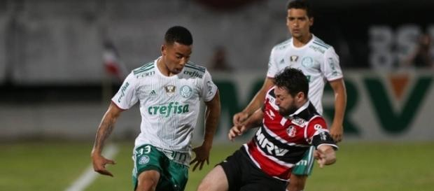 Vitória sobre o Santa Cruz, por 3 a 2, manteve o Palmeiras na dianteira, mas Fla e Galo seguem de perto (Foto: Cesar Greco/Ag Palmeiras/Divulgação)