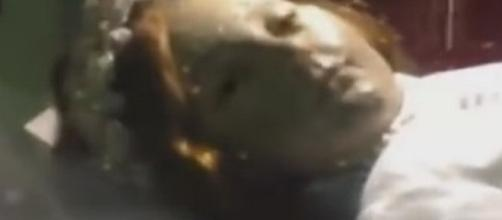 Arrepiante: Santa morta abre os olhos