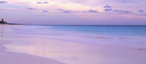 Pink Sand Beach em Harbour Island, Bahamas.