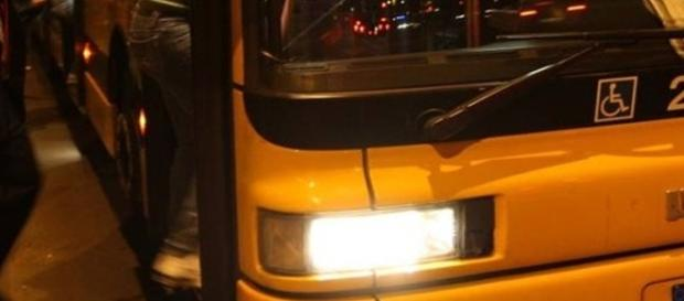 A oprit un autobuz la Milano spunând că-s sirieni cu bombă, zic jurnaliștii italieni