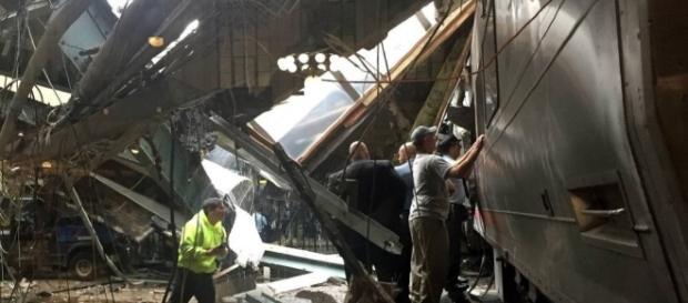 Acidente de trem nos EUA deixa três mortos e centenas de feridos.