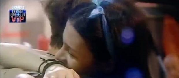 Asia Nuccetelli abbraccia Andrea Damante