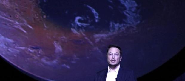 Elon Musk durant la conférence de Space X sur la colonisation de Mars