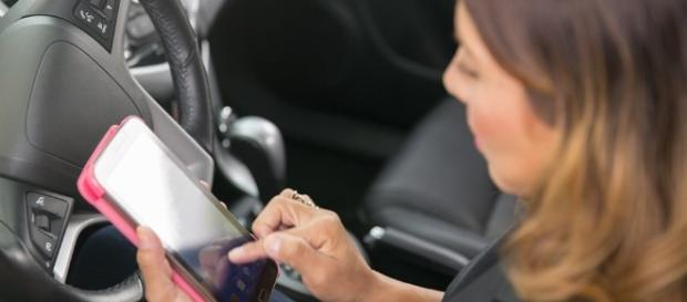 Ragazza di 25 anni muore in un incidente. Colpa dello smartphone.