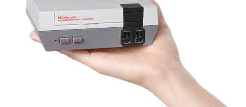 Ecco il NES Mini in tutto il suo micro splendore.