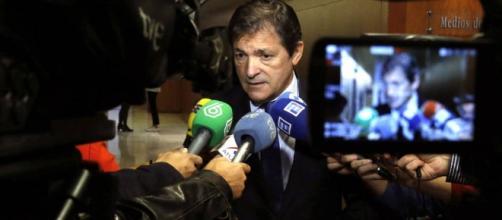 Javier Fernández presidente de la gestora al mando del PSOE.