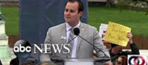 Josh Duggar announces molestation, adultery scandal. Youtube user ABC News.