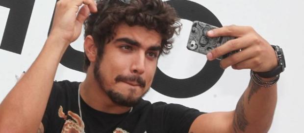 Caio Castro, depois da polêmica no meio teatral, quer investir na ... - globo.com