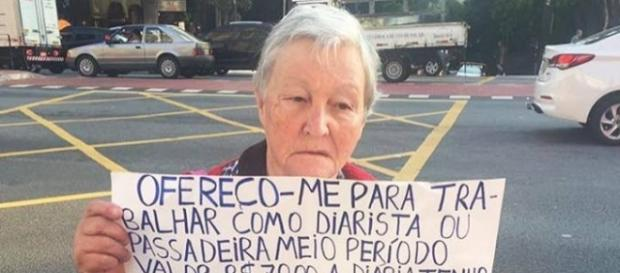 Dona Tereza, na Avenida Paulista (FOTO: Márcio Federighi/Reprodução Facebook)