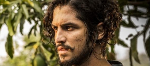 Miguel pediu ajuda aos índios para tirar o peso das costas, em Velho Chico.