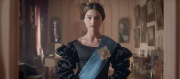 Victoria : l'histoire d'une Reine (critique pilote) - Actu Série - actuserie.fr