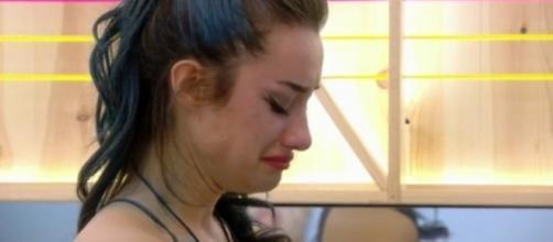 Adara llora después de su ruptura con Pol