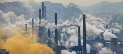 Cina, nuovo record di inquinamento dell'aria, visibilità 500 metri.
