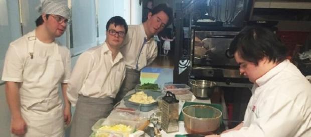 Jovens com síndrome de Down se destacam com empresa