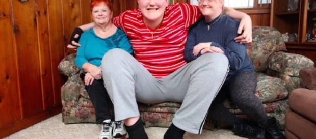 El adolescente más alto del mundo mide 2,38 y seguirá creciendo