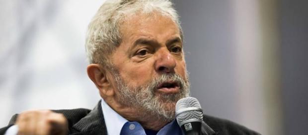 Lula participa de comício com pouquíssima gente em Campinas
