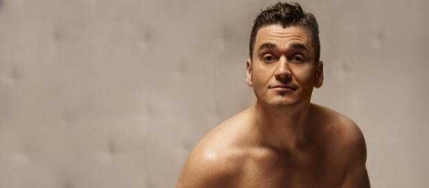 """""""Solo para adultos"""". Un espectáculo de comedia mágica con Karim."""