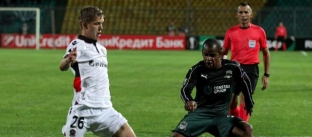 Vincent Koziello (à gauche) impuissant face aux Russes de Kraznodar.