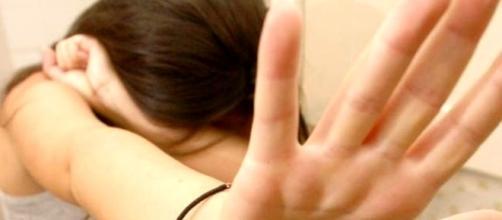 14enne stuprata dai giovani del clan: omertà e orrore a Reggio Calabria