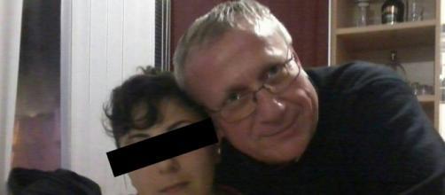 Giada Vitale in una foto che la ritrae con don Marino Genova all'epoca dei fatti.