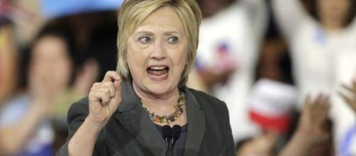 Hillary Clinton questioned by FBI on emails - BBC News - bbc.com