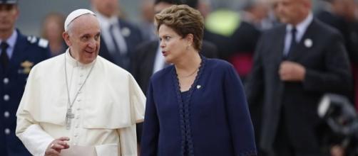 Papa parece apoiar Dilma Rousseff