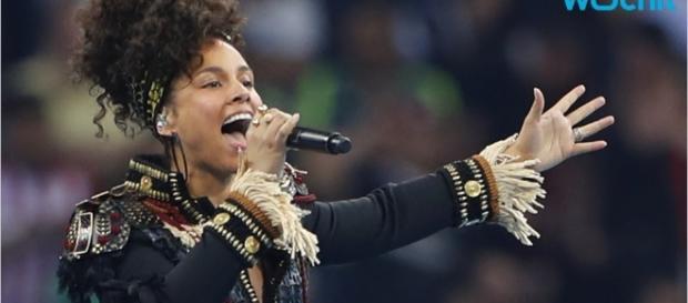 Alicia Keys Goes Makeup-Free In Photo - YouTube - youtube.com