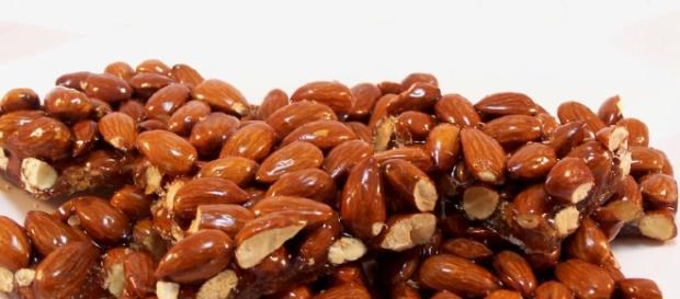 Croccante di mandorle | Ricette Tipiche Italiane - cookaround.com