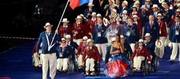 """Una ceremonia singular: solo atletas rusos en los Juegos Paralímpicos """"alternativos""""."""