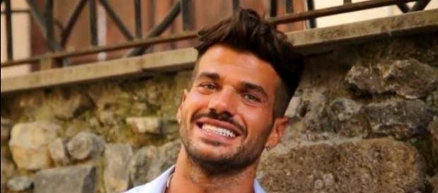 Uomini e donne, Claudio Sona sul trono gay
