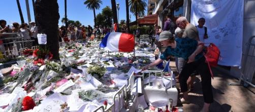 Attentat de Nice : Bernard Cazeneuve aurait menti sur la sécurité ... - closermag.fr