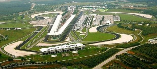 Devido ao fuso horário, os fãs da Fórmula 1 no Brasil terão que madrugar para assistir à corrida ao vivo.