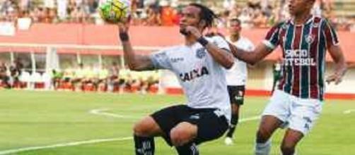 Carlos Alberto, do Figueirense, envolve-se em polêmica com Levir Culpi, do Fluminense (Foto: Net Flu)