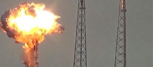 L'esplosione di un razzo Falcon 9 sulla rampa di lancio di Cape Canaveral potrebbe essere un duro colpo per SpaceX.