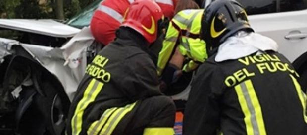Incidente stradale mortale, foto dall'archivio web dei vigili del fuoco