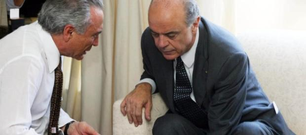 Michel Temer ao lado de José Serra