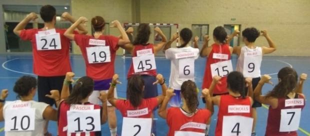 El senior femenino del Picanya Básquet y su protesa en busca de la igualdad