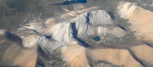 https://pixabay.com/en/himalayas-mountain-mountains-desert-694632/