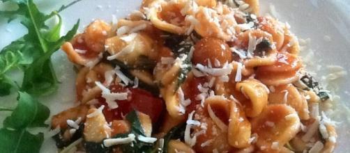 Orecchiette con rucola, pomodorini e ricotta salata - cookaround.com