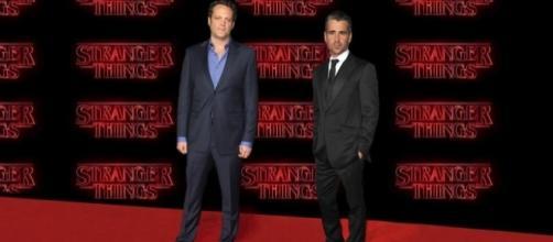 Vince Vaughn e Colin Farrell in Stranger Things 2