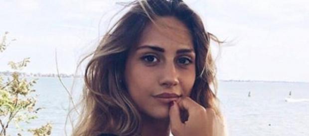 Beatrice Valli consiglia alla sorella di conoscere un uomo diverso da Fabio