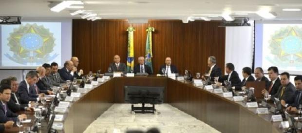 Governo de Temer faz previsão de cortes para vários setores do Brasil.