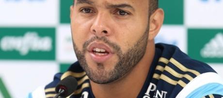 Alecsandro, centroavante do Palmeiras