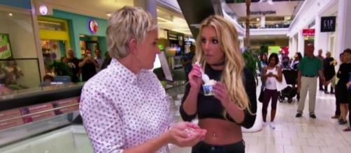 #EllenDeGeneres e #BritneySpears giocano a fare le 'cattive celebrità', al centro commerciale. #BlastingNews