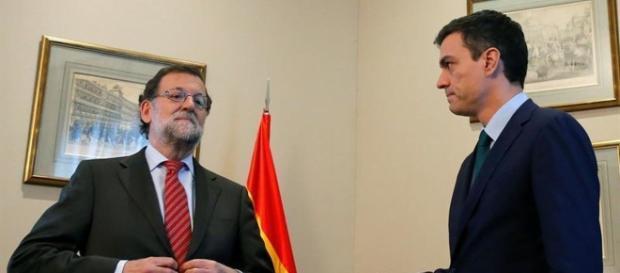 El presidente Rajoy negando el saludo al lider del PSOE.