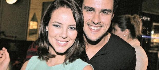 Joaquim Lopes é visto com o atual namorado de Paolla