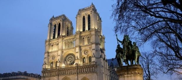 Momenti di panico presso la cattedrale di Notre Dame. Foto: uroydvrlistscom - dvrlists.com