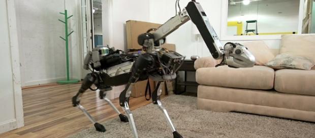 """SpotMini, el """"perro-robot"""" capaz de ayudarte en las tareas domésticas"""