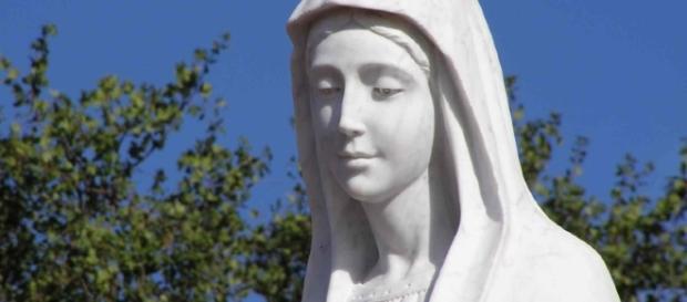Trevignano Romano, statua raffigurante la Madonna piange sangue