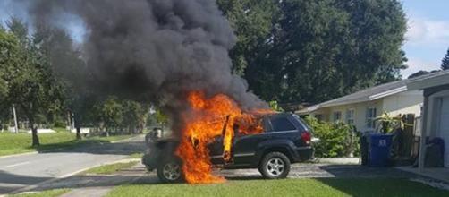 Bateria do celular explodiu dentro do veículo (FoxNews13)